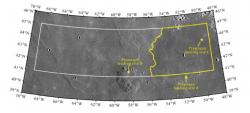 Místo navrhované pro přistání sondy, ve středu v dolní části je Mons Rümker. Navrhované místo A by umožnilo získat mořský lávový materiál a zároveň jde o relativně hladký povrch, umožňující bezpečné přistání. (Zdroj: Y. Q. Qian et al./AGU100)