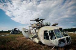 Při likvidaci následků havárie byla intenzivně využívána letecká technika. I ta je dnes symbolem a památníkem této události. (foto Václav Vašků – další využití jen se svolením fotografa).