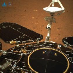 První snímek z čínského přistávacího modulu na Marsu pořízený 19. května 2021 (zdroj CNSA).