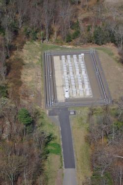 Suchý mezisklad pro vyhořelé palivo z bývalé jaderné elektrárny Connecticut Yankee (zdroj Connecticut Yankee).