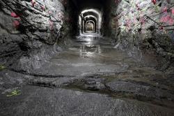 Přístupový tunel budovaného trvalého úložiště Onkalo v roce 2014 (zdroj Posiva).