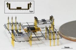 Stejný mechanismus využívá kletu i malý ionokraft velikosti penny. Kredit: UC Berkeley.