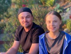 Bojovnice proti klimatické změně  Greta Thunbergová má řadu slavných fanoušků. Na instagramu zveřejnila foto s oskarovým idolem stříbrného plátna, Leonardem DiCaprio. Kredit: Instagram.