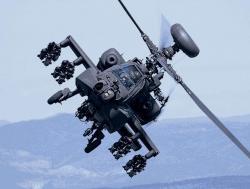 AH-64 Apache s16 raketami Hellfire. Kredit: US Army.