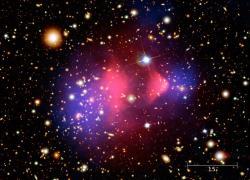 Bullet Cluster je považován za jeden znejlepších důkazů existence temné hmoty. Kredit: NASA/CXC/M. Weiss.