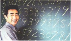 Akira Haraguchi. Tomuto japonskému inženýrovi se pamatovák zasekl za desetinou čárkou až na 100 000 místě.