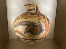 Široký džbán z Akrotiri s malbou ptáka. Národní archeologické muzeum v Athénách, Akr 1838. Kredit: Zde, Wikimedia Commons.