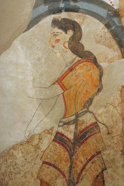 "Fragment nástěnné malby: Dáma, detail. Akrotiri, ""Dům dam"". Muzeum prehistorické Théry, 261-265. Kredit: Zde, Wikimedia Commons."