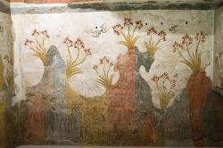 """Část """"Jarní fresky"""" z místnosti D1 v Akrotiri. Národní archeologické muzeum v Athénách, BE 1974.29. Kredit: Zde, Wikimedia Commons."""