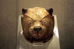 Rhyton tvaru lví hlavy. Muzeum prehistorické Théry. Kredit: Klearchos Kapoutsis, Wikimedia Commons.