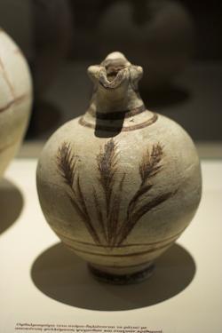 Široký džbán s třemi klasy, z Akrotiri. Národní archeologické muzeum v Athénách. Kredit: Zde, Wikimedia Commons