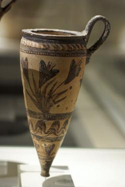 Obřadní kónické rhyton z Akrotiri, import z minojské Kréty. Kvetoucí šafrán (krokus) a vlny. Národní archeologické muzeum v Athénách. Kredit: Zde, Wikimedia Commons.