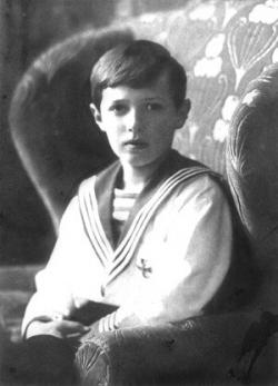 Alexej Nikolajevič Romanov. Nakoniec nezomrel na hemofíliu, ale bol zavraždený boľševikmi. Kredit: Wikimedia Commons, volné dílo.