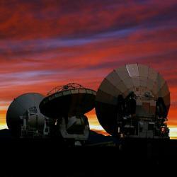 Testovací radioteleskopy soustavy ALMA. Kredit: ESO.
