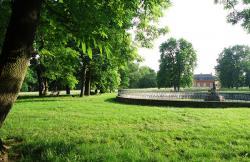 Anglickým parkem se honosí většina i našich měst, obrázek je z Dobříše. Foto: Kamila Paulová