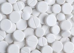 S aspirinem se můžeme setkat i pod obchodními názvyAcylpyrin,Anopyrina mnoha dalšími. Odhadovaná roční výroba: 100 miliard tablet.
