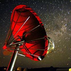 Jeden ze 42 talířů Allen Telescope Array. Kredit: Seth Shostak / SETI Institute.