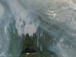 Rozsáhlé požáry vKanadě, 14. srpen 2017. Kredit: NASA / Earth Observatory.