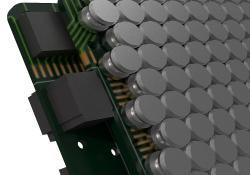 """SoundBeaming je založen na principu vysílání ultrazvukových vln a tvarování paprsku, aby výsledný slyšitelný zvuk vznikající interferencí, """"umístili"""" co nejblíže boltcům. Vlny jsou generovány pomocí proprietárních algoritmů DSP vyvinutých společností Noveto. Směrem k posluchači jsou vlny vysílány pomocí měniče. Na pohled vnitřek zařízení připomíná malé reproduktory, z nichž ale neslyšíme nic vycházet. (Kredit. Noveto)."""