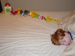 Typický dětský autista. Kredit: Andwhatsnext / Wikimedia Commons.