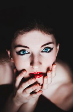 Ženská krása se v genomu ukrývá na jiných místech, než ta mužská. Kredit: Volné dílo.