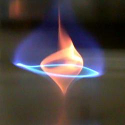 Vznikající vír modrého ohně. Kredit: University of Maryland.