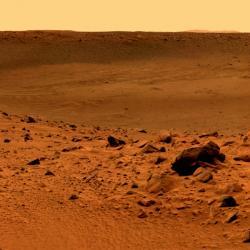 Povrch Marsu. Moc živě to tam nevypadá. Kredit: NASA.