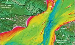 Batymetrická mapa (vzniklá měřením hloubky moře) ukazuje výraznou prohlubeň táhnoucí se středem úžiny.Je lemována skalním hřebenem jak v jižní Británii, tak severní Francii. V minulosti byl jednolitý. Kredit: Imperial College London