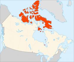 Po Grónsku je Kanadské arktické souostroví největší arktickou plochou.Najdeme tu ale jen hory sutě, skály, tundru a tak je většina ostrovů neobydlených. Roztroušené osady Inuitů jsou jen na jihu. (Kredit: Connormah, licence CC BY-SA 3.0)