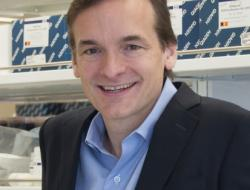 Steven A. McCarroll, Broad Institute of MIT and Havard, profesor biomedicínských věd a genetiky. Kredit: Broad Institute.