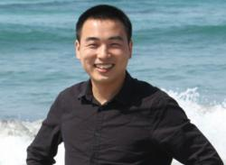 Chao Wang, chemik a odborník na polymery, hlavní dizajnér vakcinační náplasti. University of California, Riverside