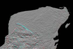 Radarový snímek cípu Yucatánského poloostrova s dobře patrnými kruhovými okraji pohřbeného impaktního kráteru Chicxulub. Tento útvar byl veřejně odhalen v roce 1991, ačkoliv již o čtyři desetiletí dříve na jeho existenci poukazovaly provedené geologické sondy mexické naftařské společnosti Pemex. Kredit: JPL/NASA, Wikipedie (volné dílo).