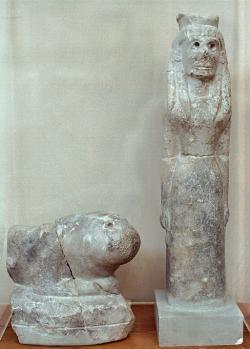Artemis se lvem, 7. století před n. l. Archeologické muzeum v Olympii. Kredit: Wikimedia Commons.