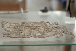 Reliéf ze slonoviny z Artemidina chrámu na Délu, mykénský styl, 1400 až 1200 před n. l., muzeum na Délu. Kredit: Wikimedia Commons.