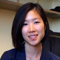 Clara Moon:  Postdoktorandka, první autorka studie. V případě pokusů zaměřených na imunitu bude nutné dbát na možnost jejího ovlivnění procesem nechromozomální dědičnosti. (Washington University School of Medicine)