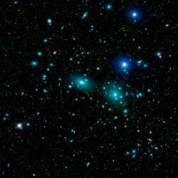 Centrální oblast Kupy ve Vlasech Bereniky. Kredit: NASA / JPL-Caltech / L. Jenkins (GSFC).