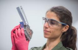 Federica Coppari. Kredit: Eugene Kowaluk/Laboratory for Laser Energetics, LLNL.