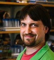 """Corey Westfall, první autor studie: """"Triclosan navozuje toleranci k antibiotikům a snižuje úspěšnost léčby"""". Washington Universityin St.Louis."""