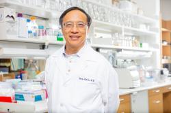 """Yan-Xin Fu: Vedoucí týmu a první autor studie: """"Střevní bakterie pronikají do nádorů a zvyšují účinnost experimentální imunoterapie zacílené na protein CD47"""".(Kredit: UTSW)."""