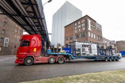 Systém pro spalování železného prachu přijíždí do pivovaru Brewery Bavaria. Kredit: Mees van den Ekart / TU Eindhoven.