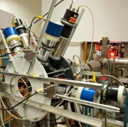 Elektron-pozitronový spektrometr, který měl objevit novou částici o hnmotnosti 17MeV. Kredit: MTA-Atomki.