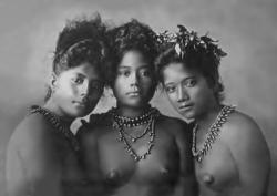 Dívky zeSamoy,1902. Autor: Ernst von Hesse-Wartegg. Volné dílo.