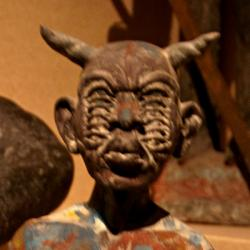 Djab, fetiš z haitského voodoo. Kredit: Thom Quine / Wikimedia Commons