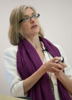 Jennifer Doudna, nar. 1964, zaměstnavatel: Howard Hughes Medical Institute. Za objev CRISPR Cas9 sbírá vědkyně jedno prestižní ocenění za druhým (například  Gairdner Foundation International Award). Tipují jí jako budoucí nositelku Nobelovky. (Kredit: Kenneth C. Zirkel)