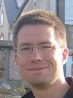 Nick Feasey, první autor studie, klinik, infektolog, patolog,… Liverpool School of Tropical Medicine   a Wellcome Trust Sanger Institute (WTSI), Cambridge