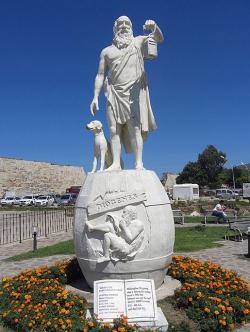Diogenés v Sinopé, nyní v Turecku. Kredit: Michael F. Schönitzer, Wikimedia Commons.
