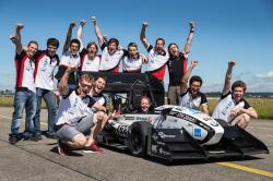 Studentský tým AMZ Curych dnes se svou formulí vytvořil světový rekord. Kredit: ETH Curych / Alessandro Della Bella
