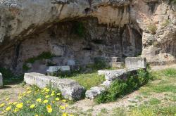 Plútoneion, archaický původ, přestavby v klasické a římské době. Kredit: Carole Raddato, Wikimedia Commons.