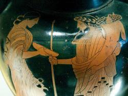 Démétér a Hádés s rohem hojnosti (trochu připomíná Dionýsa), 470 před n. l. Louvre G 209. Kredit: Marie-Lan Nguyen alias Jastrow, Wikimedia Commons.