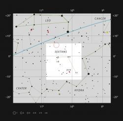 Poloha kvasaru SDSS J1030+0524 vsouhvězdí Sextantu. Kredit: ESO, IAU and Sky & Telescope.